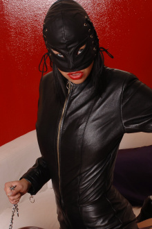 Model Jasmine Rouge