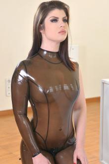 Model Lucia Love